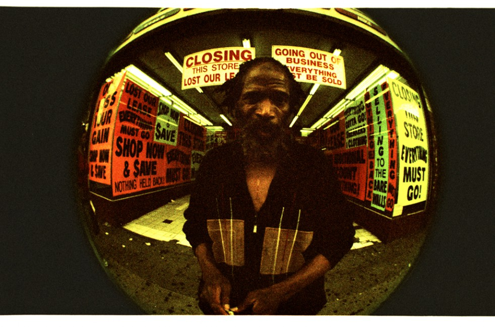 Roman Elinson, </span><span><em>Closing Sale</em>, </span><span>2009 Roman Elinson 2010