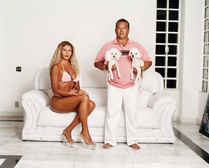Zed Nelson, </span><span><em>Ox and Angela, plastic surgeon and wife. Rio, Brazil. From the series Love Me</em>, </span><span>2004-2009 Zed Nelson/INSTITUTE