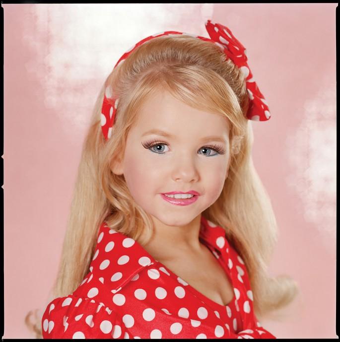 Susan Anderson, </span><span><em>Danica, Age 5 Santa Ana, California, from the series High Glitz</em>, </span><span>2005 Courtesy of the arist and PATRICK PAINTER INC