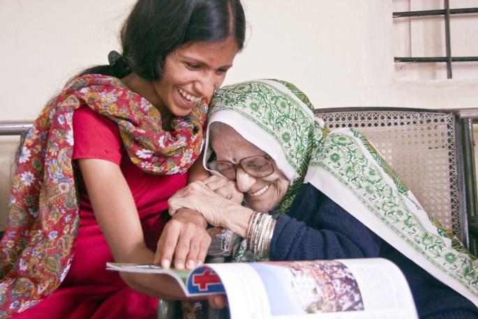 Cathy Greenblat, </span><span><em>Didi and Ashwani laughing, India, from Love, Loss and Laughter</em>, </span><span>2009