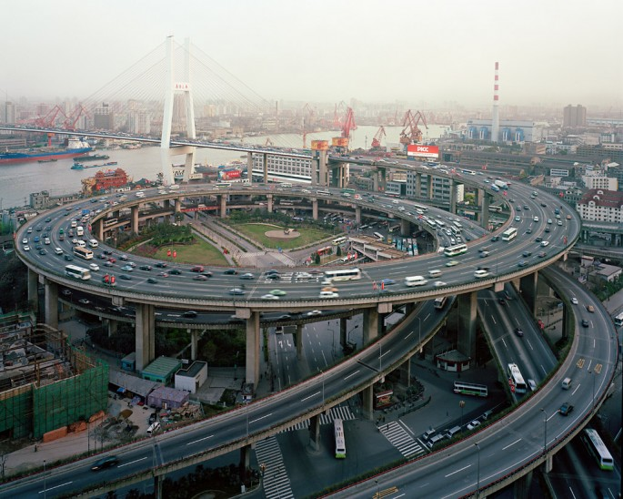 Edward Burtynsky, </span><span><em>Nanpu Bridge Interchange</em>, </span><span>Shanghai, China, 2004 photo © Edward Burtynsky, courtesy Nicholas Metivier, Toronto
