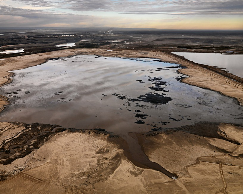 Edward Burtynsky, </span><span><em>Alberta Oil Sands #2</em>, </span><span>Fort McMurray, Alberta, Canada, 2007 photo © Edward Burtynsky, courtesy Nicholas Metivier, Toronto
