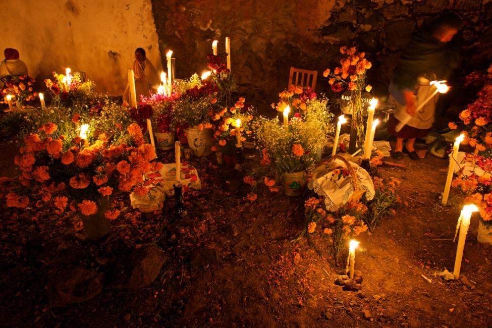 Copyright Louis Au 2010, </span><span><em>Día de los Muertos; Arocutin; Michoacan, Mexico</em>, </span><span>2010