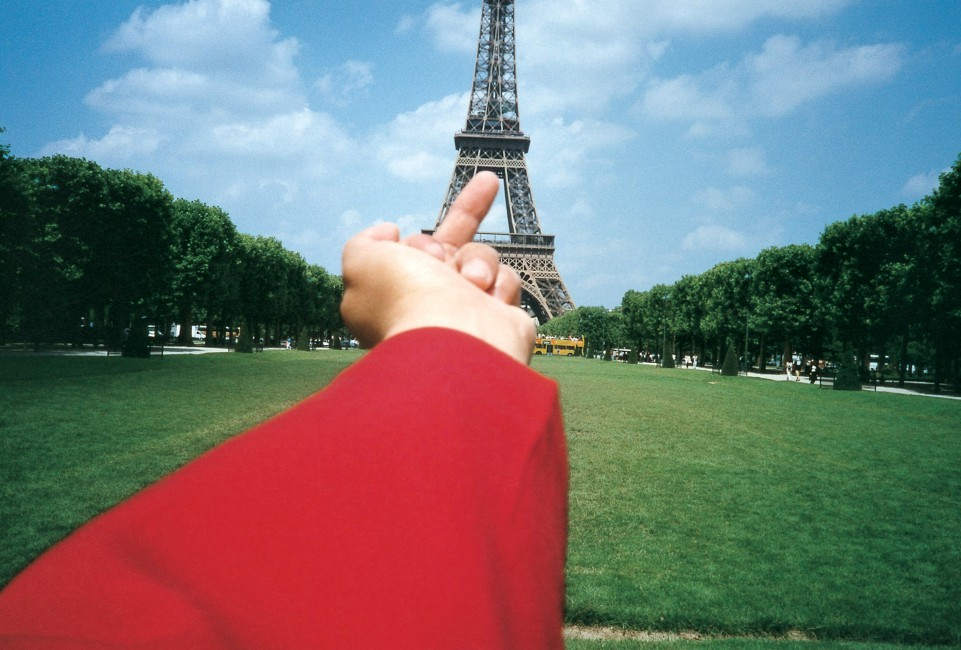 Ai Weiwei, </span><span><em>Study of Perspective - Eiffel Tower, Paris, France</em>, </span><span>1995-2010 Courtesy of the artist and Galerie Urs Meile, Beijing-Lucerne