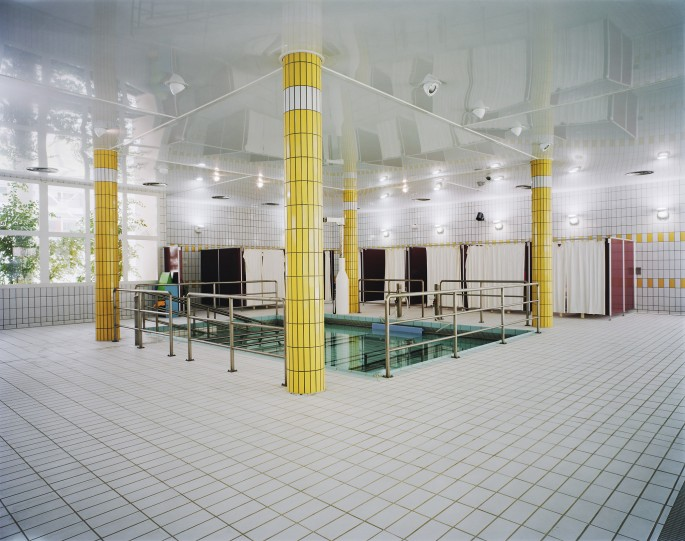 Lynne Cohen, </span><span><em>Spa</em>, </span><span>2002 Courtesy the artist and Olga Korper Gallery, Toronto