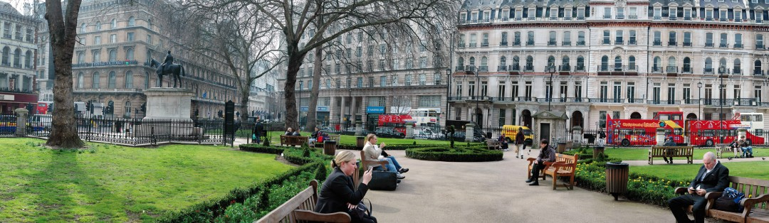 Barry Frydlender, Grosvenor Gardens, London, 2010 Courtesy of the artist and Andrea Meislin Gallery, New York