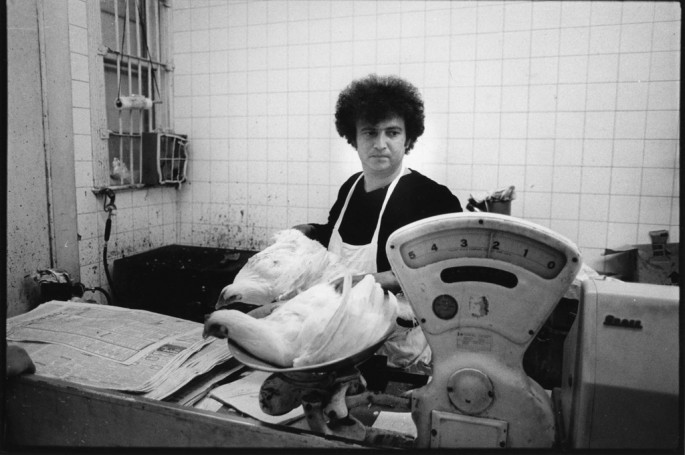 Vincenzo Petropaolo, Weighing chickens, 1981
