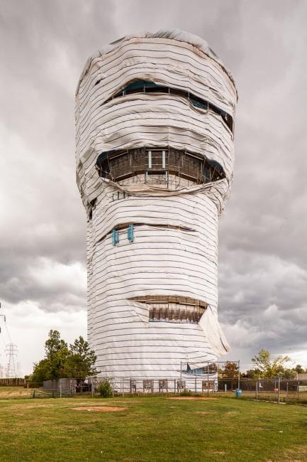 Tom Ridout, </span><span><em>Gehüllt Wasserturm</em>, </span><span>2012