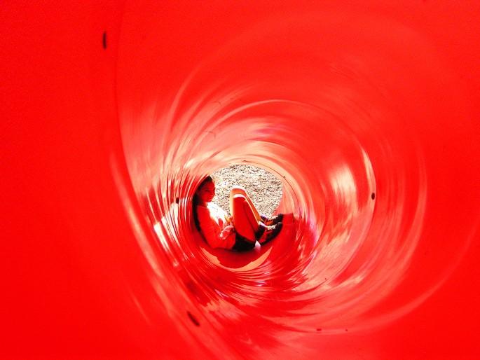 Maysam Ghani, </span><span><em>Bright Red Tube</em>, </span><span>2012