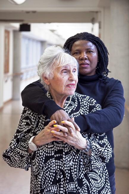 Debra Friedman, </span><span><em>Anne and Lorna, Baycrest Centre</em>, </span><span>2013