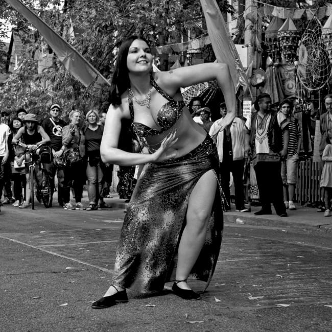 Matthew Kudelka, </span><span><em>Dancers 812</em>, </span><span>2013