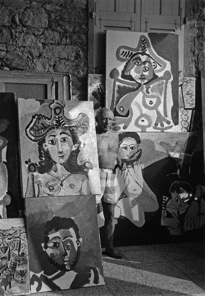 Lucien Clergue, </span><span><em>Picasso au Mileu de ses tableaux, Notre Dame de Vie, Mougins</em>, </span><span>1965
