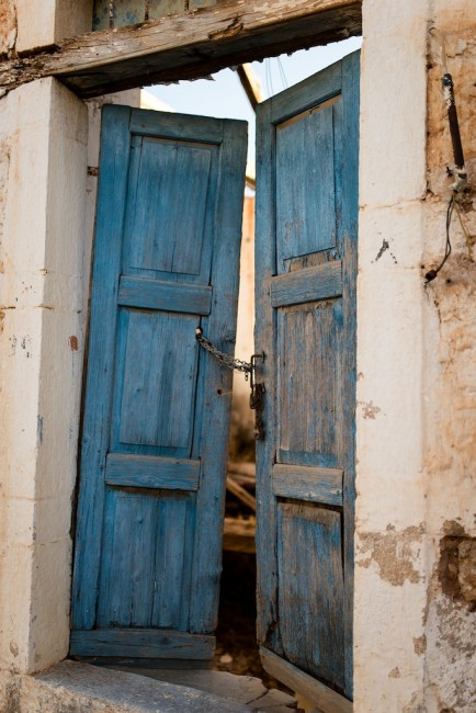Vanessa Yuen, </span><span><em>Faded Blue Doors - Galaxidi, Greece</em>, </span><span>2013