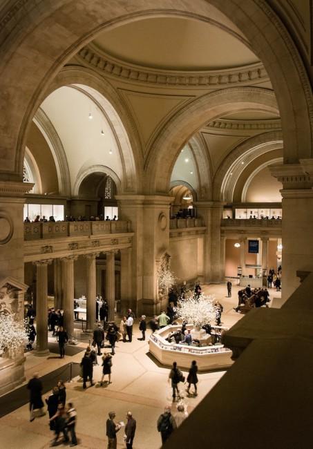 Vanessa Yuen, </span><span><em>Entrance to the NY Met - NYC</em>, </span><span>2009