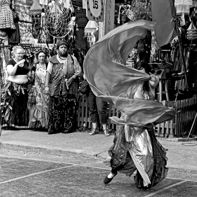 Matthew Kudelka, </span><span><em>Dancers 389</em>, </span><span>2013