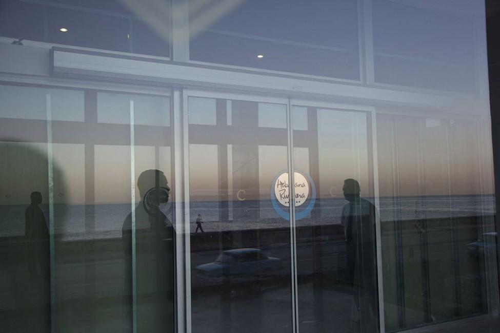 Sarah Dinnick, </span><span><em>Riviera</em>, </span><span>2012