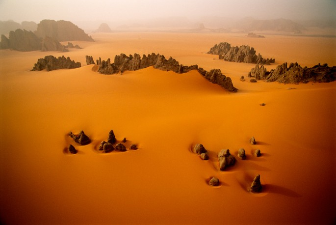© George Steinmetz, Courtesy Anastasia Photo, </span><span><em>Desert Air</em>, </span><span>1998