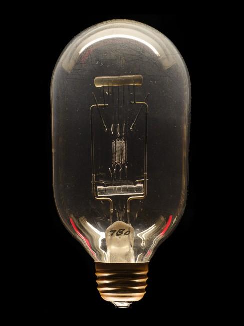Gary Ray Rush, </span><span><em>Fresnel Photospot Light Bulb 2</em>, </span><span>2013