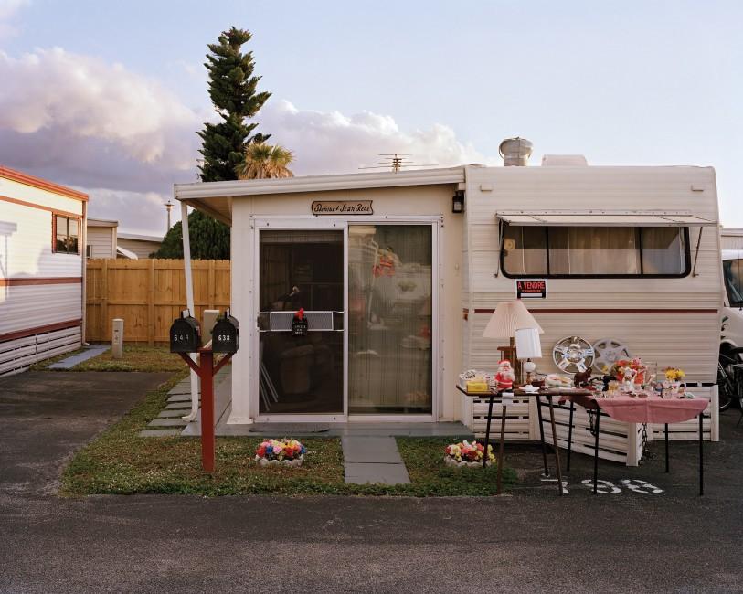 Mika Goodfriend, </span><span><em>Garage sale</em>, </span><span>2012