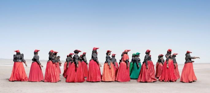 Jim Naughten, </span><span><em>Herero Women Marching</em>, </span><span>2012