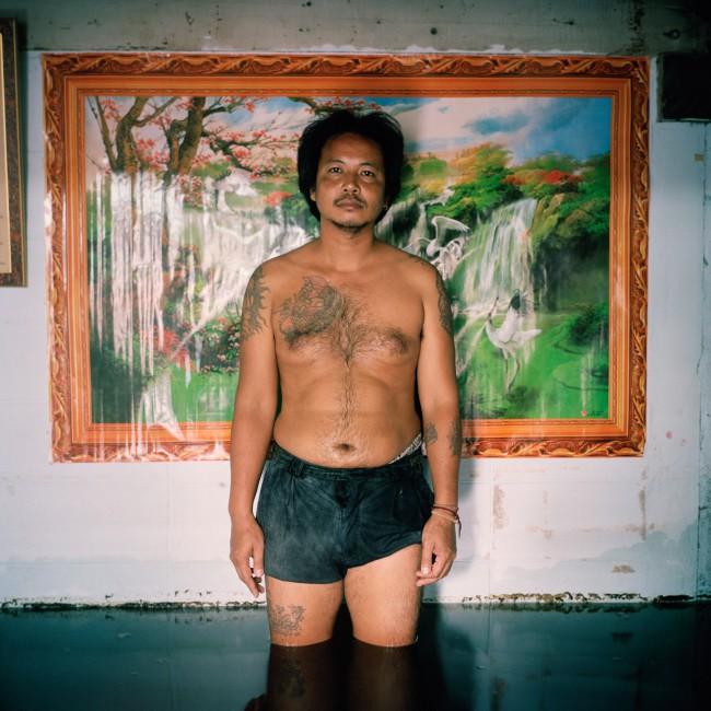 Gideon Mendel, </span><span><em>Sakorn Ponsiri, Chumchon Ruamjai Community, Bangkok. Thailand November</em>, </span><span>2011