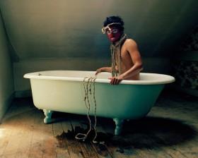 David Favrod, </span><span><em>Autoportrait en pouple</em>, </span><span>2009 Courtesy of the artist