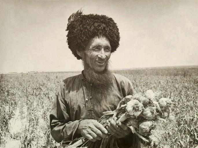 Durdy Bayramov, </span><span><em>Garlic Farm</em>, </span><span>1970
