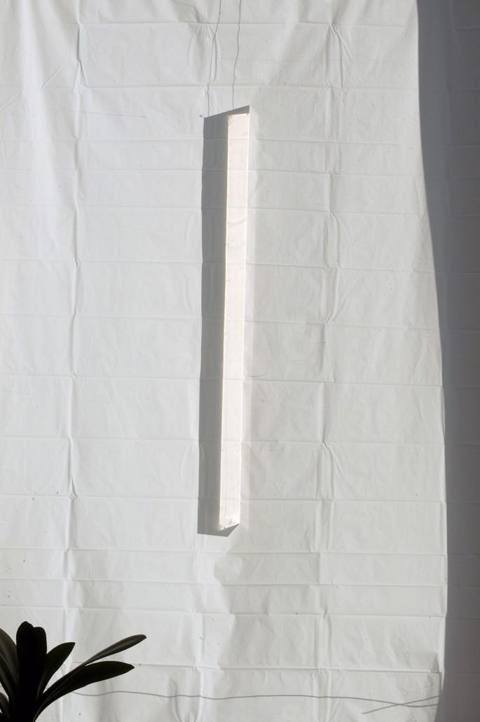 &amp;#200;ve K. Tremblay, </span><span><em>Clair Obscur dans l'atelier de mon p&amp;#232;re #2 (prisme et rideau de douche)</em>, </span><span>2013