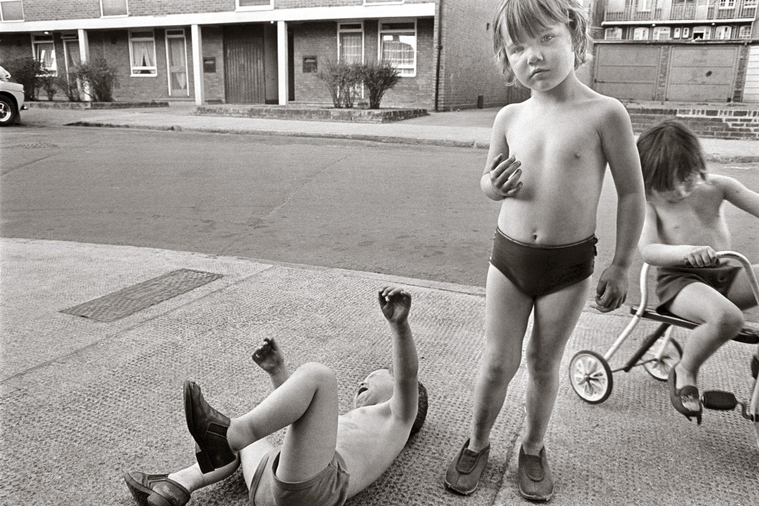 Tony Bock, </span><span><em>Children Playing, Poplar, London</em>, </span><span>1977