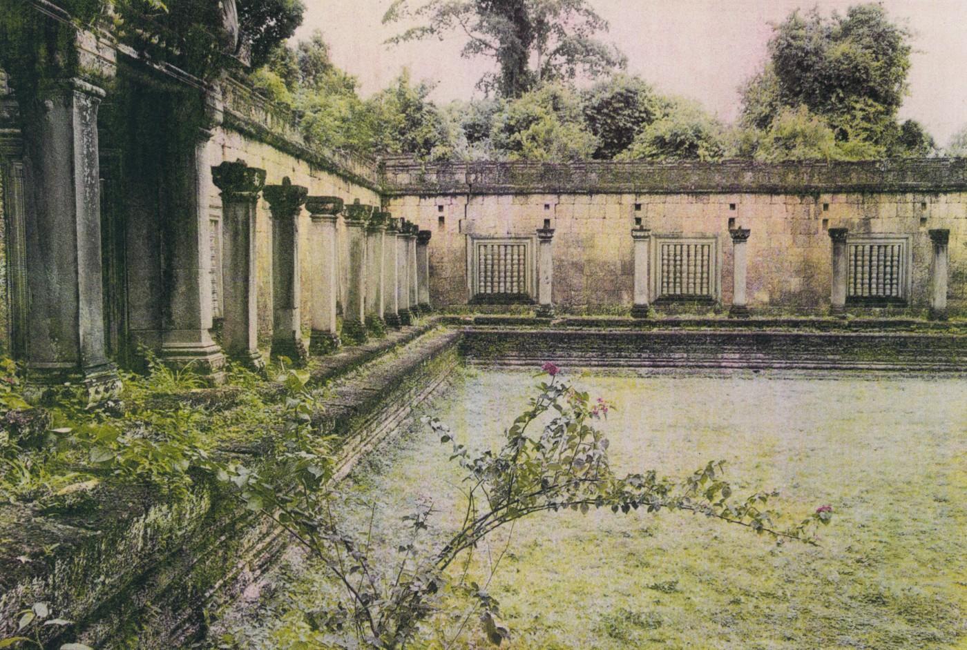 Monica Glitz, </span><span><em>Angkor, Cambodia</em>, </span><span>2001