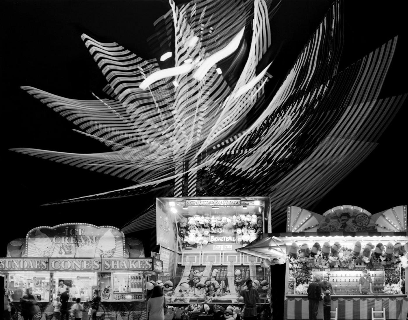 Simeon Posen, </span><span><em>153,000 Midway Lights</em>, </span><span>2015