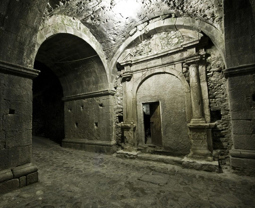 Joseph Voci, </span><span><em>Arch</em>, </span><span>2011