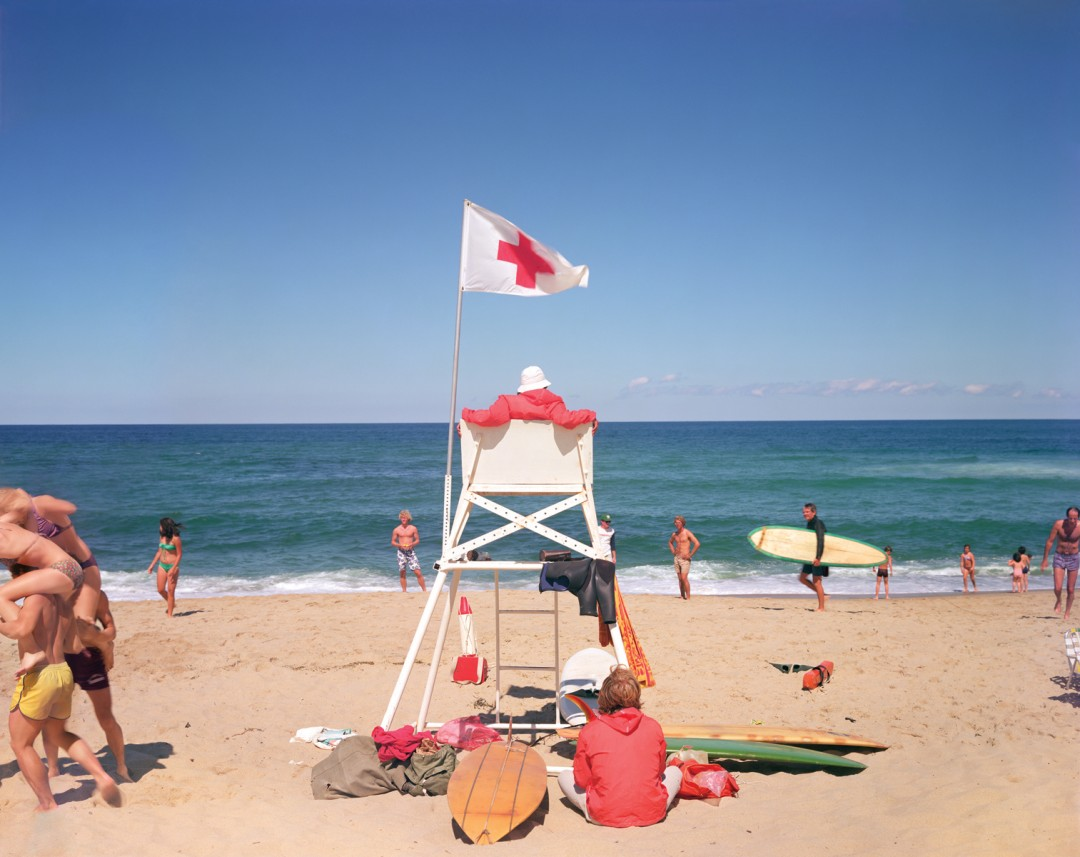 "Joel Meyerowitz, </span><span><em>Ballston Beach, Truro, Massachusetts</em>, </span><span>1977. Archival pigment print, 30 x 40"". Courtesy of Howard Greenberg Gallery."