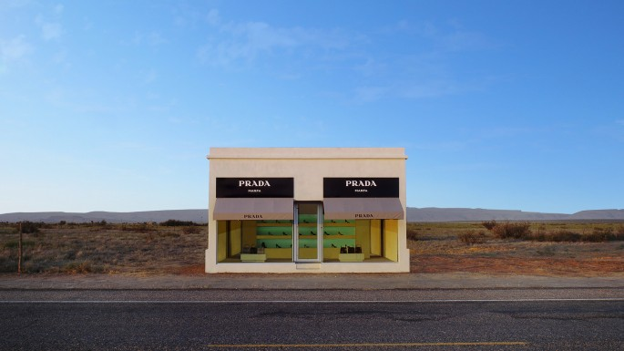 Elmgreen &amp; Dragset, </span><span><em>Prada Marfa</em>, </span><span>2005. Video Still.