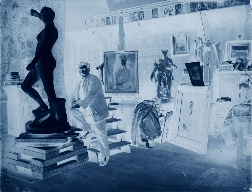 Thomas Ruff, </span><span><em>neg artist 01</em>, </span><span>2014. Chromogenic Print, 71 x 81 cm. © Thomas Ruff / SODRAC (2016)