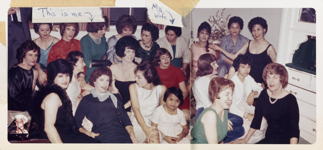 Unknown American, </span><span><em>Large Group in the Living Room</em>, </span><span>1963. Chromogenic print, 8.8 x 19 cm. Purchase, with funds generously donated by Martha LA McCain, 2015. 2014/915. © Art Gallery of Ontario.