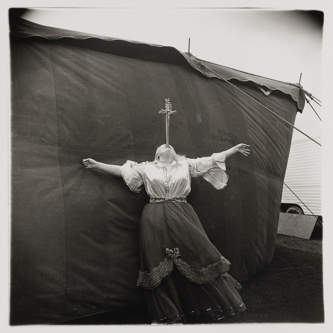 Diane Arbus, Albino sword swallower at a carnival, Md., 1970. Gelatin silver print, 50.8 x 40.6cm (sheet). Private collection, Toronto. © The Estate of Diane Arbus.