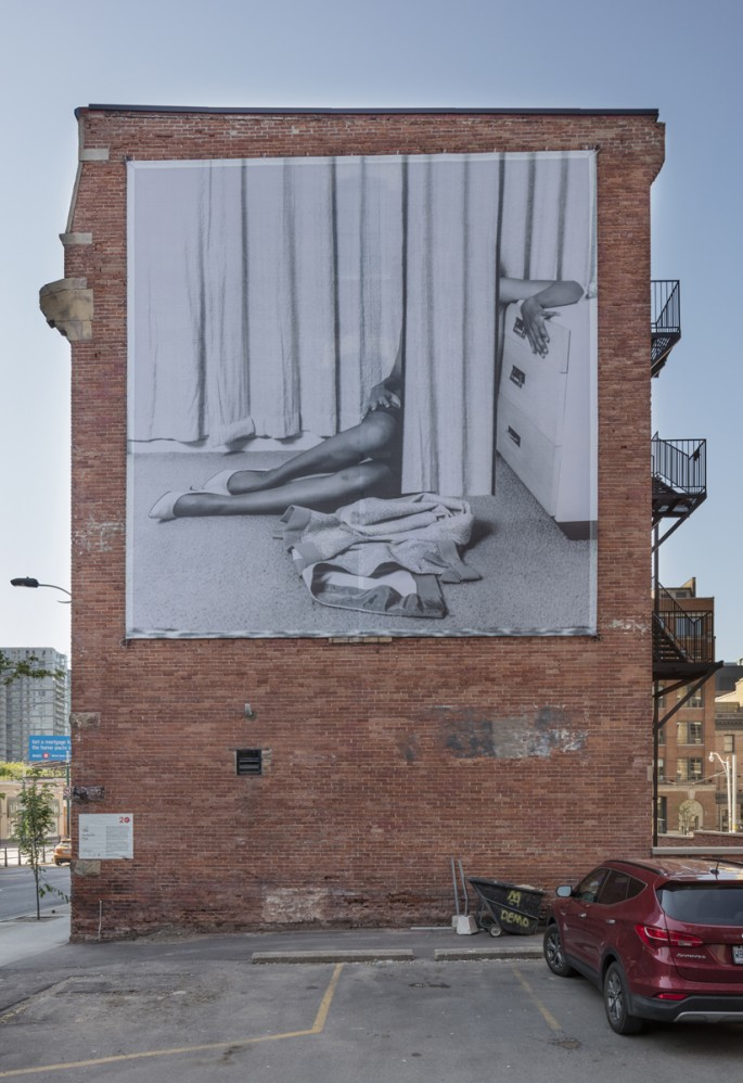 Installation view of Eva Stenram's, </span><span><em>Drape (Print 1)</em>, </span><span>Photo: Toni Hafkenscheid