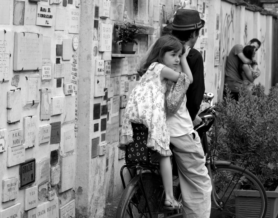 Tara Wilkinson, Holding On (Rome, Italy), 2015