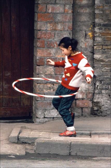 Jeff Powis, </span><span><em>Hula-Hoop Girl</em>, </span><span>1992
