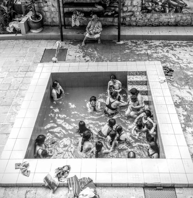Jill Tonini, </span><span><em>Family Bath (Peru)</em>, </span><span>2015