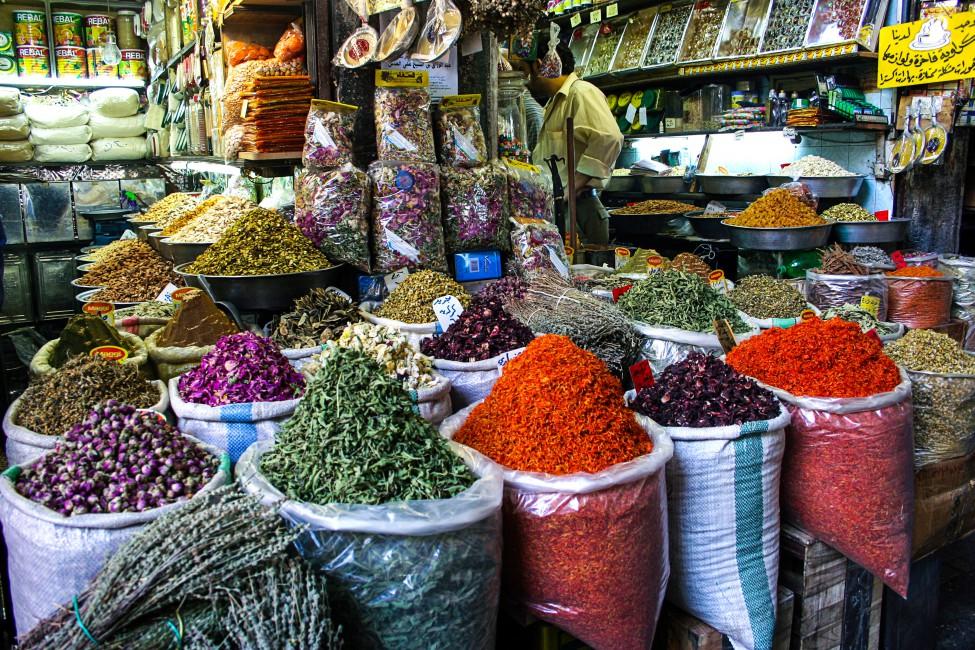 Maha Munaf, </span><span><em>Al-Buzuriyah Souq - Damascus</em>, </span><span>2006
