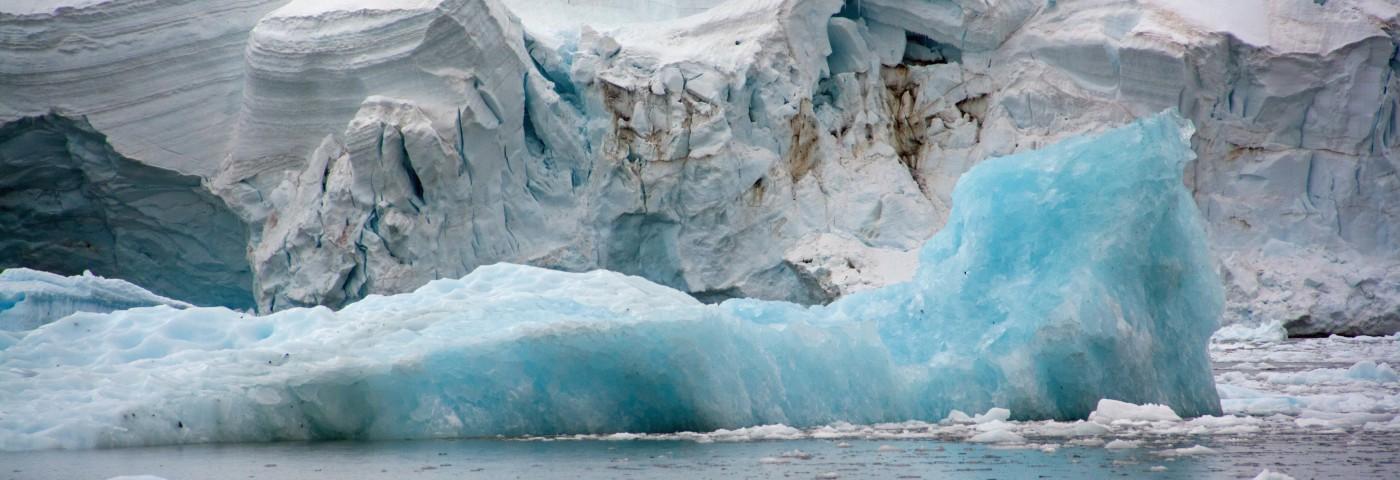 Mark Robinson, </span><span><em>Antarctic Iceberg</em>, </span><span>2013
