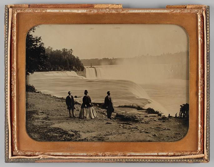 Platt Babbitt, </span><span><em>A Party of Three Tourists Visiting Niagara Falls</em>, </span><span>c. 1855. Ambrotype, 6.7 x 8.5&quot;. Purchase, funds donated by Penny Rubinoff, 2015. © 2017 Art Gallery of Ontario.