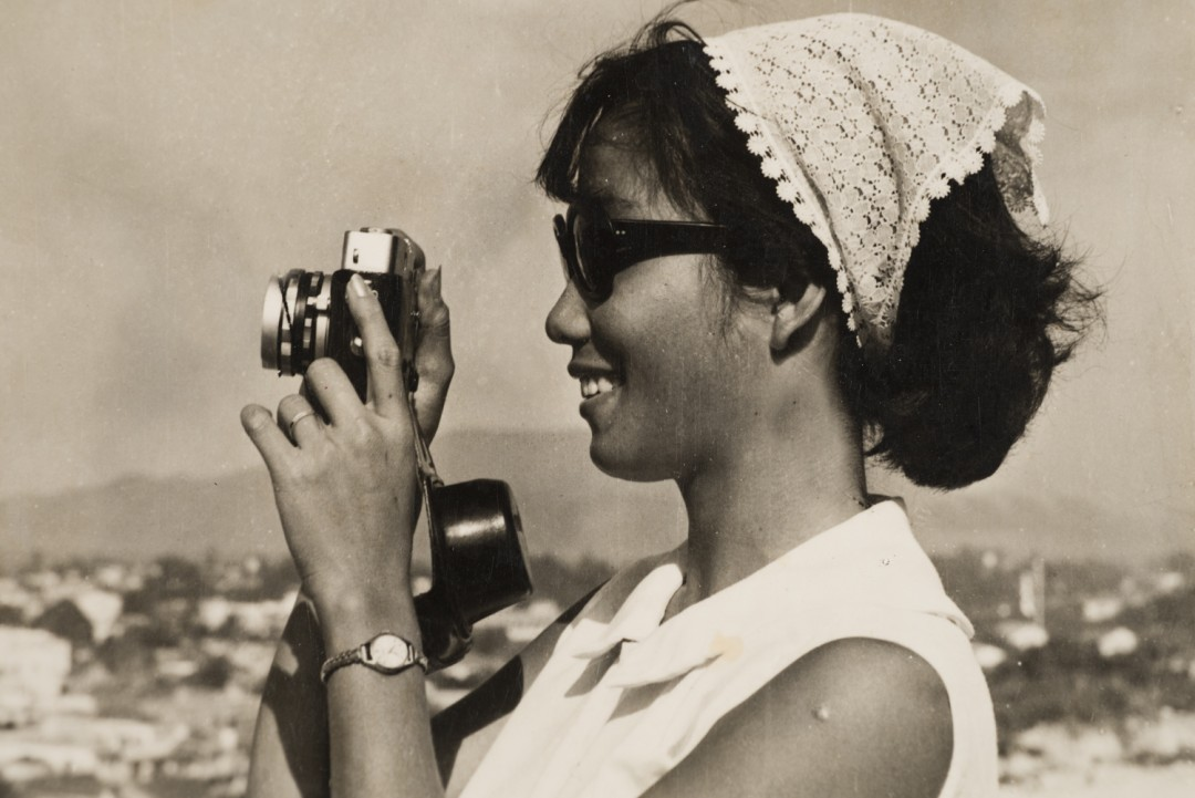 Sang Thai, Luong with a 35mm camera, Nha Trang, Khánh Hòa, Vietnam, 1962. Gelatin silver print. Courtesy of the Lu-Thai family.