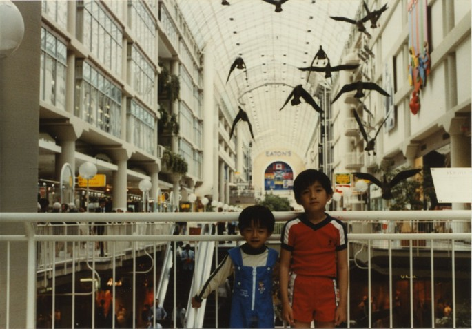 Luong Thai Lu, </span><span><em>Binh and Hon at the Eaton's Centre, Toronto, ON</em>, </span><span>June 1980. Dye coupler print. Courtesy of the Lu-Thai family.