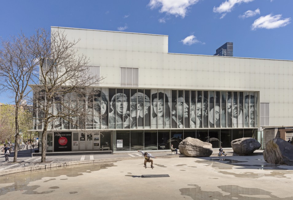 <em>Spotlight Canada: Faces That Shaped a Nation</em>, </span><span>Installation view at Ryerson Image Centre, 2017. Photo by Toni Hafkenscheid.