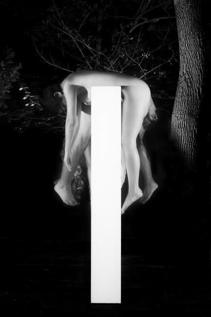 Elizabeth Czartoryski, </span><span><em>Untitled</em>, </span><span>2017. Black-and-white photographic print on chromeria paper, back mounted on plexi.