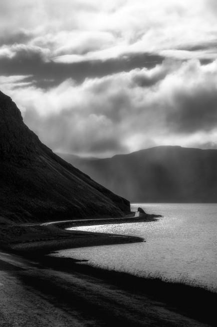 Ann Leese, </span><span><em>Icelandic Coastline</em>, </span><span>2017. Archival pigment print, 50 x 60&quot;, edition 1 of 5