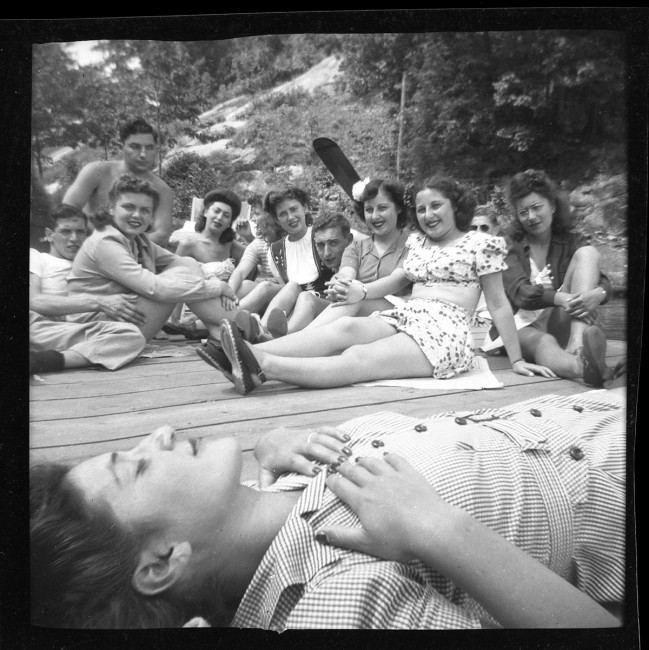 "John E. Ackerman, </span><span><em>Friends at Smith\'s Bay House</em>, </span><span>1944. Archival Pigment Print, 5 x 5"". © Ontario Jewish Archives, Blankenstein Family Heritage Centre (UJA Federation), accession 2013-10-3"